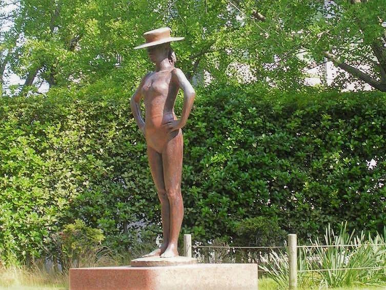 「帽子の像」