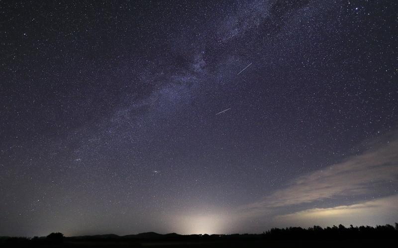 7703 天の川と流れ星