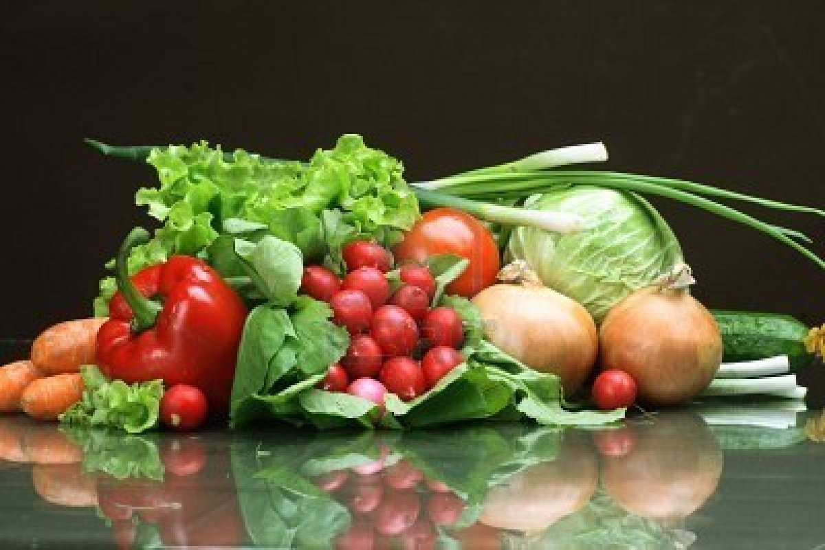 2900553-fresh-vegetables-fruits-and-other-foodstuffs_20190804120507298.jpg