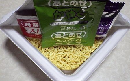 4/15発売 ギロチン監修 激辛焼そば(内容物)