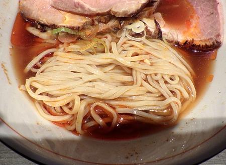 麺と心 7 冷やしラー油肉そば(麺のアップ)