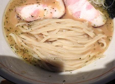 麺と心 7 冷やし雲丹そば(麺のアップ)