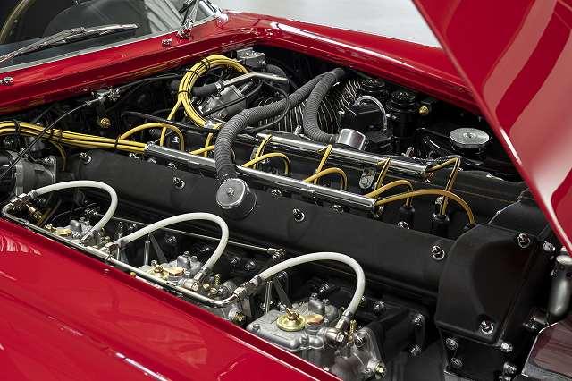 FLN-Aston_Martin_DB4_GT_Zagato_Continuation_10-jpg (2)