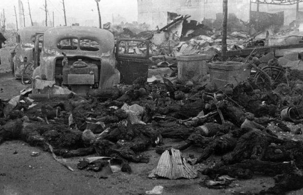 tokyoairraid-600x386チョンカス裕仁の敵との内通で大殺戮された東京市民