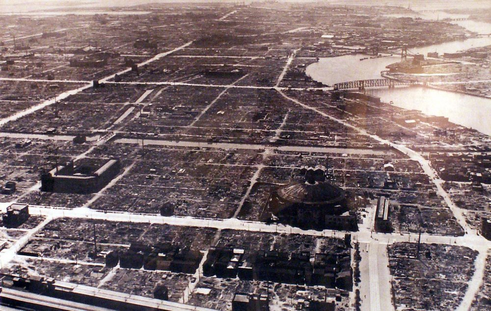 After_Bombing_of_Tokyo_on_March_1945_19450310.jpg