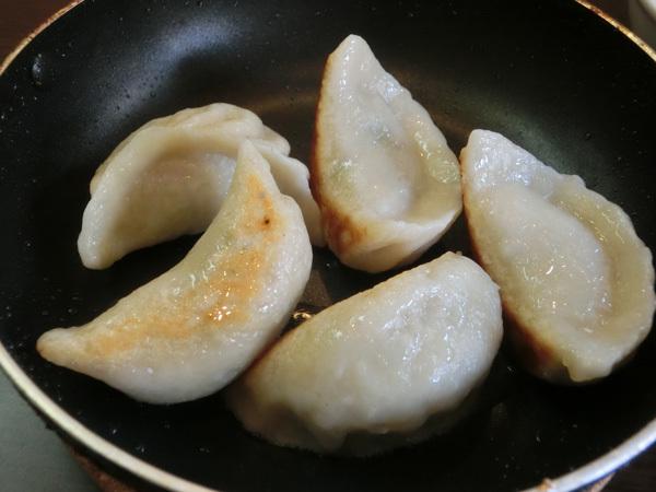 「海上海」(根津)の焼き餃子は野菜の甘味がほのかに香る!