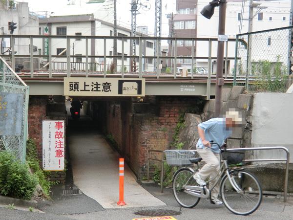 東武伊勢崎線、北千住駅近くの首曲がりガードまでの辛い出来事!