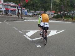 9自転車遍路が追い抜いていく