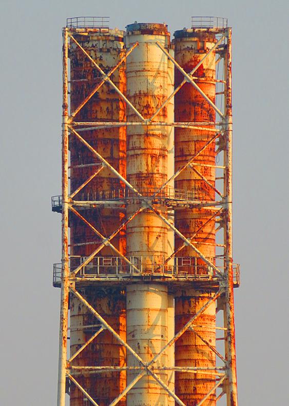 解体進む横須賀火力発電所煙突4