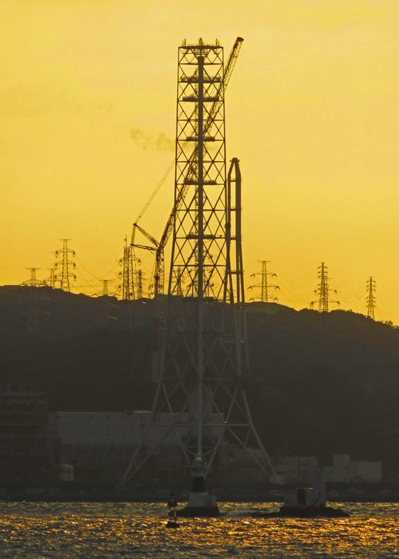 解体進む横須賀火力発電所煙突6
