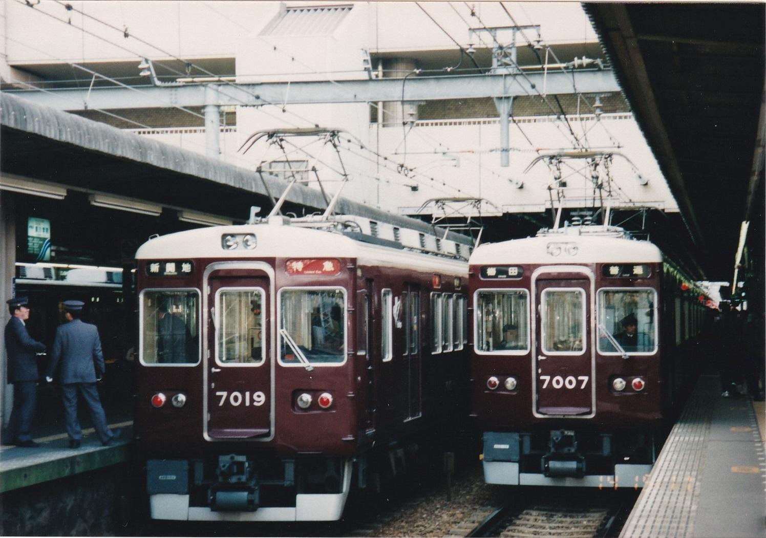 阪急神戸線7000系7019編成 特急新開地ゆき&同7007編成 普通梅田ゆき