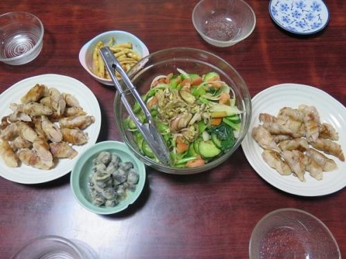 豚ばら肉岩下の新生姜巻き、小松菜入りサラダ、飛騨の漬物