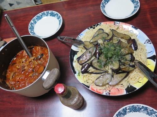 合鴨燻製とナスと舞茸のトマトソースパスタ