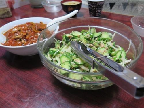 キュウリとツナと甘長唐辛子のサラダ