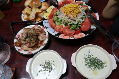 アスパラの冷たいポタージュスープ、ツナコーンサラダ、チキンソテー、ガーリックトースト