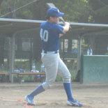 3回裏、先頭の山口が投手強襲安打で二塁へ