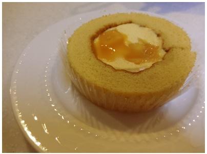 マンゴーとパッションフルーツロールケーキ2