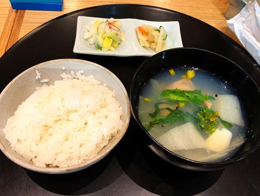 北海道産鮭と春野菜の三平汁