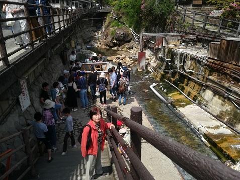 20 湯の峰温泉 川沿いには湯筒