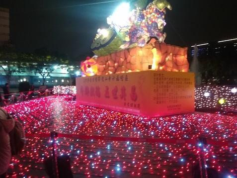23 龍山寺前