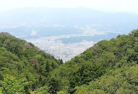 18 これから下山する櫛羅の滝コース側の景色