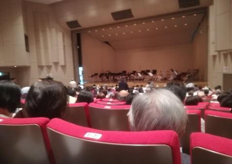 3 講堂でコンサート