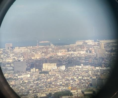 9 大阪湾を航行するフェリー