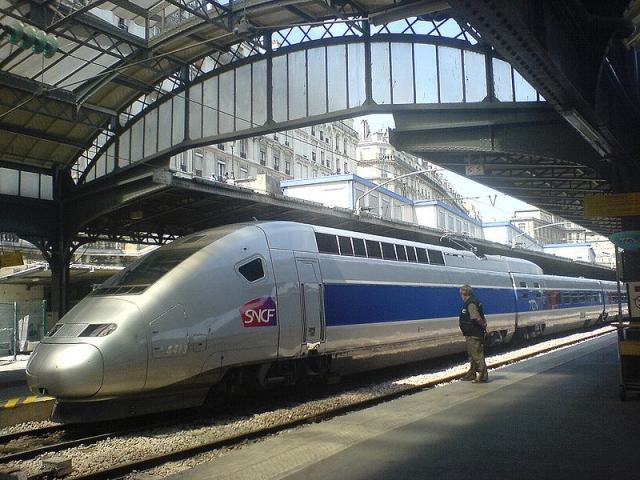 800px-975900097_f7bcd83ee7_b_Paris_gare_de_lEst_TGV_POS.jpg
