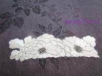 オクサ 手刺繍 花模様