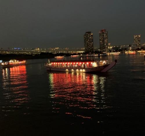 屋形船の灯りが綺麗ですね