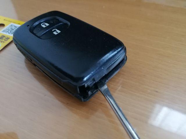 プリウスアルファー 電池