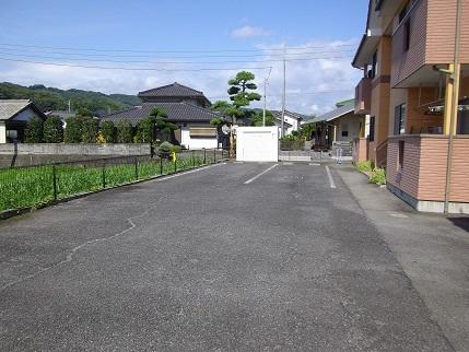 施工前フルール駐車場上