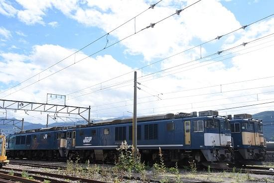 南松本にてEF64-1046号機とEF64-1026号機の並び