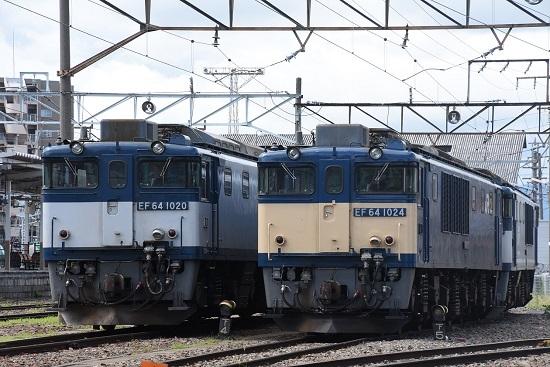 南松本にてEF64-1024号機とEF64-1020号機の並び