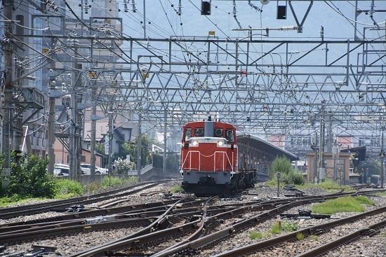 塩尻駅3番線を通過して来るDD16-11号機