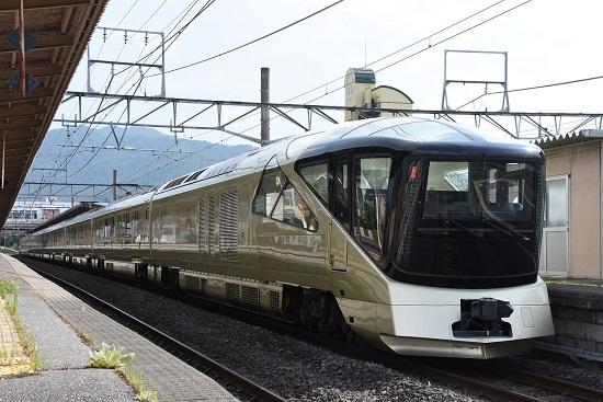 塩尻駅に止まるE001系四季島