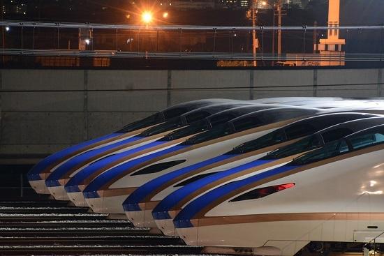 長野新幹線車両センターにてE7系の7並び