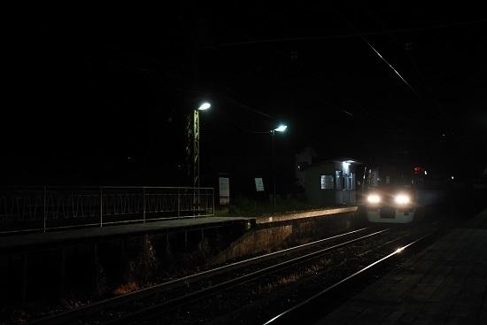 信濃竹原駅にて上りの最終「スノーラビット」