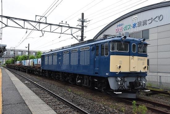 岡谷駅にてEF64-37号機が牽く岡谷工臨