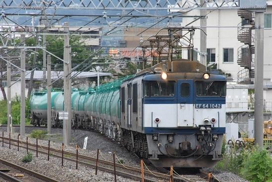 西線貨物8084レ 塩尻駅4番線の側線を走るEF64-1042号機