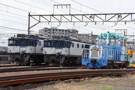 EF64-1020号機(JRFマーク無し)とEF64-1008号機の並び