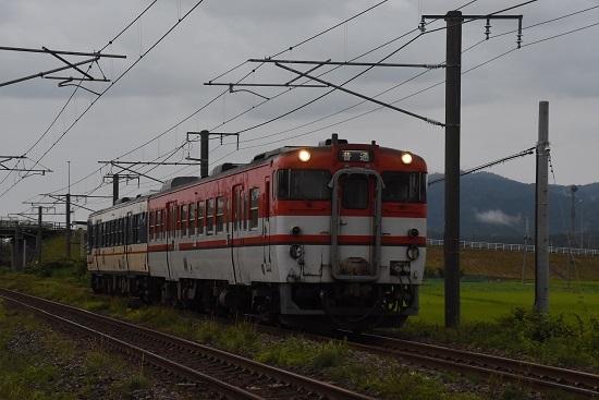 828D キハ47 新潟色 赤+青編成