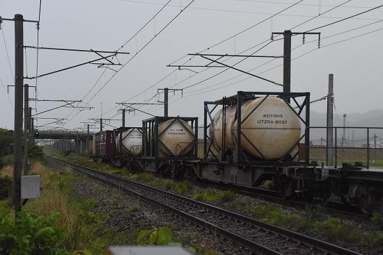 羽越本線にて UT20A-8000番台のコンテナ 牛乳専用コンテナ