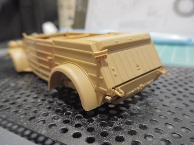 kubelwagen_type82190102s04.jpg