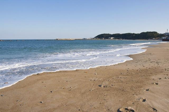1280px-Ajigaura_Beach_02.jpg