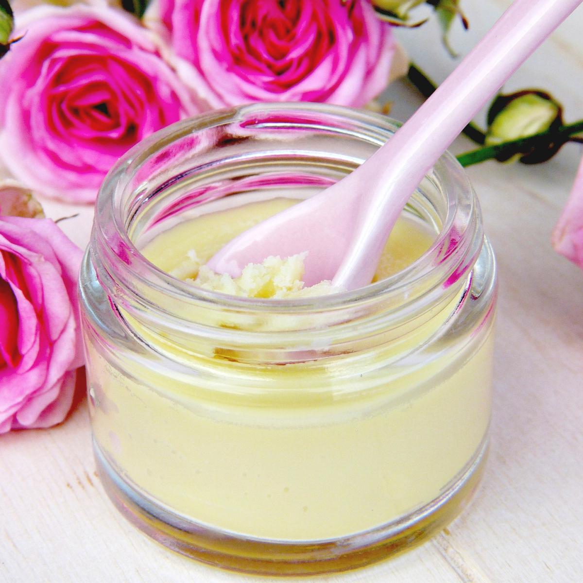 精油がふわりと香る「練り香水」の作り方&使い方