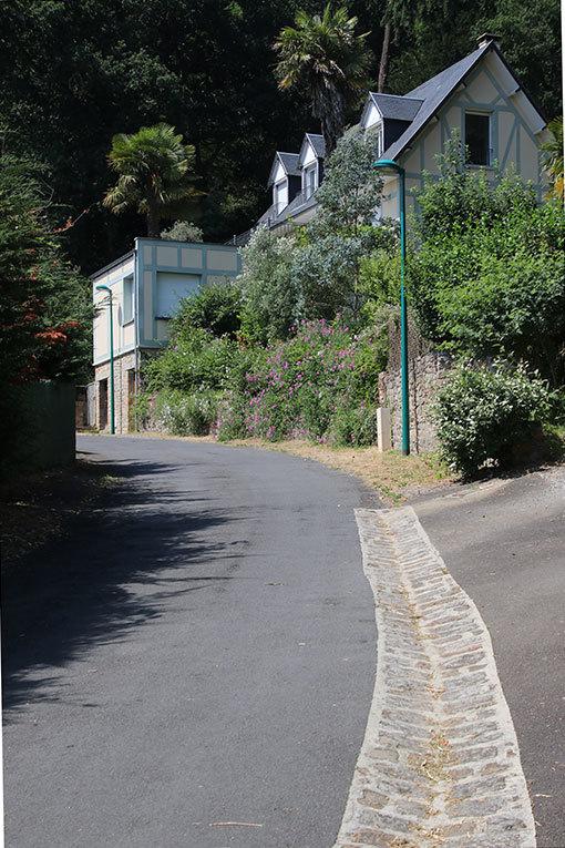 サン・ジャン・ル・トマ ミモザ通り 坂下