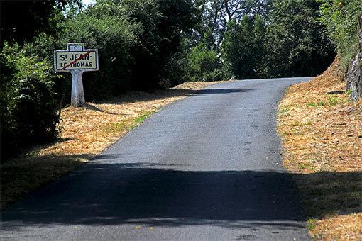 サン・ジャン・ル・トマ ミモザ通り 丘上