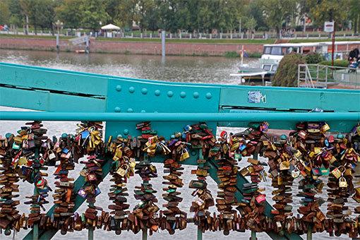 ヴロツワフ ツムスキ橋の南京錠