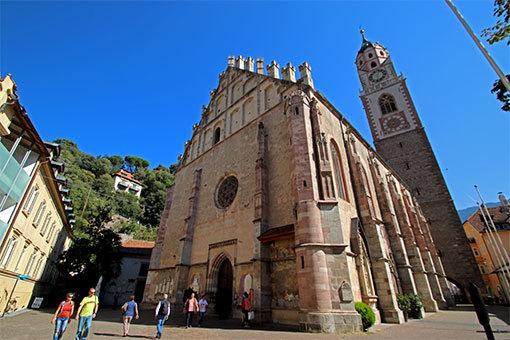 メラーノ サン・ニコロ教会正面斜めから全景
